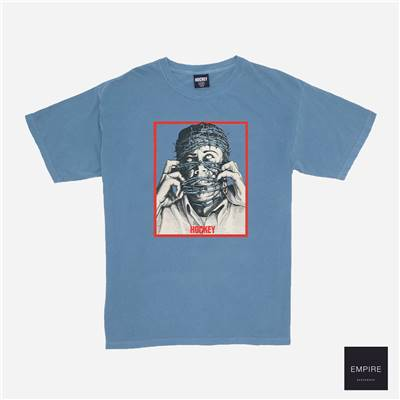 HOCKEY BARWIRE PIGMENT DYED TEE - Ice Blue